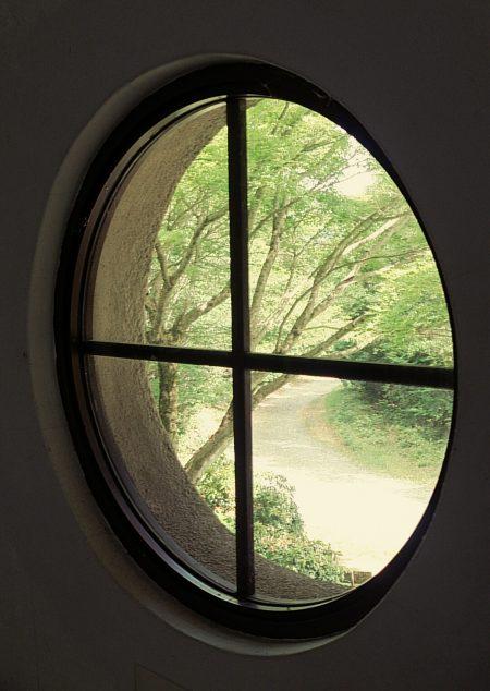 丸窓-花山天文台